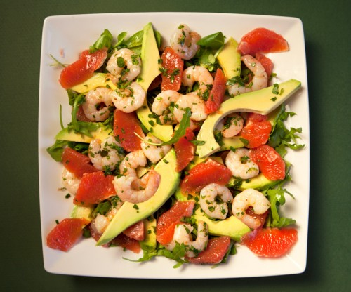 Insalata di avocado, pompelmo e gamberi