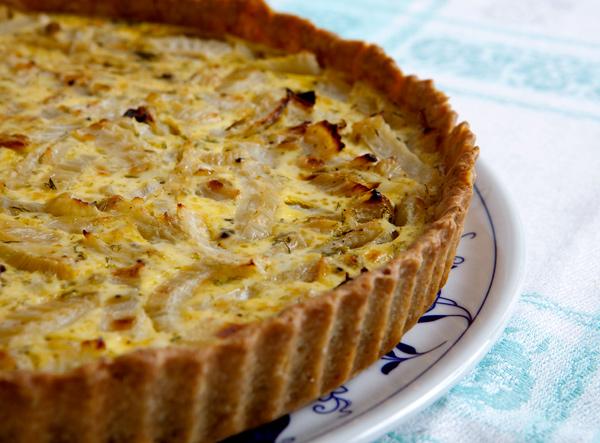 Crostata salata di finocchio e limone con crosta alla nocciola
