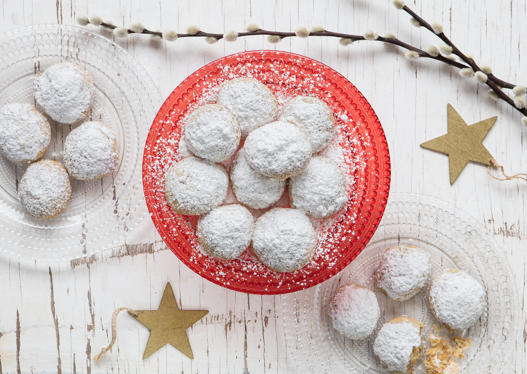 Snowball cookies with walnuts