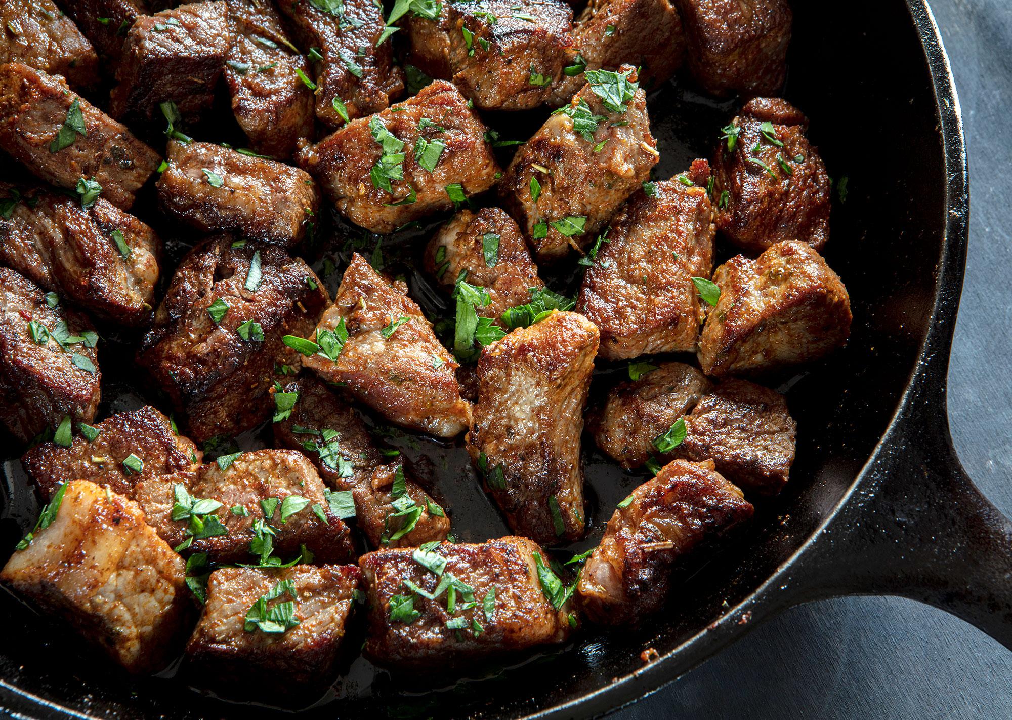 Irish steak bites speziati all'aglio